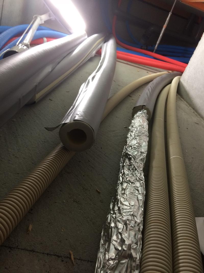 温水床暖房の断熱施工