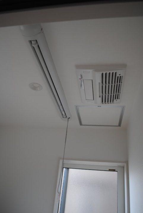 ガス温水式暖房乾燥機を脱衣室に設置
