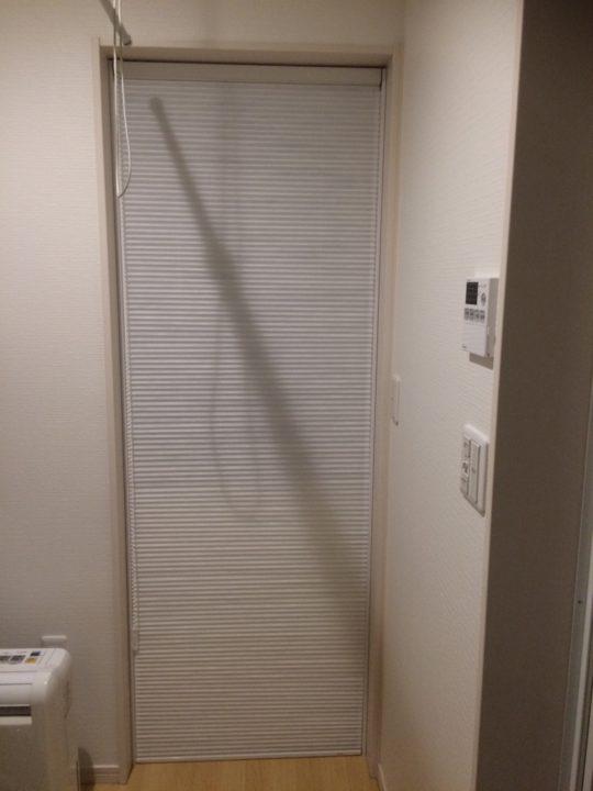 脱衣室の寒さ対策③④ 勝手口と窓の断熱