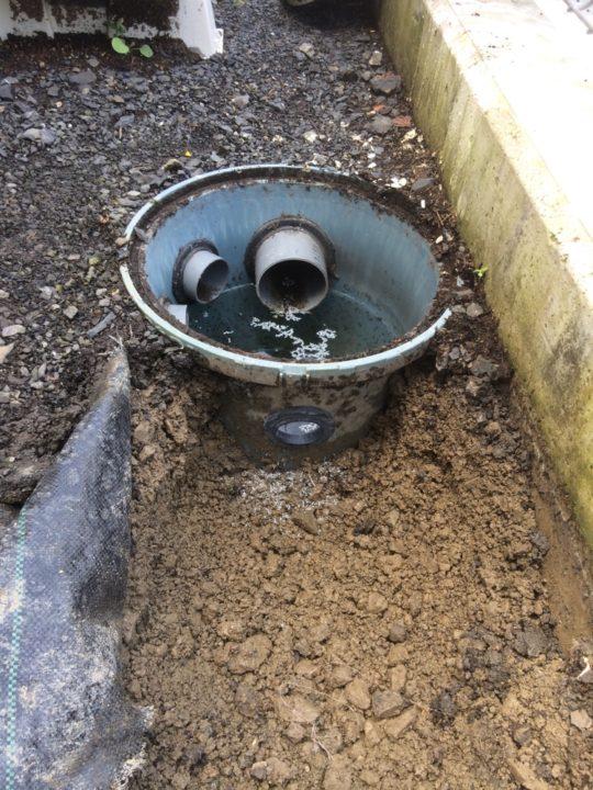 外構DIY:後付のテラスの雨水の水はけ改善